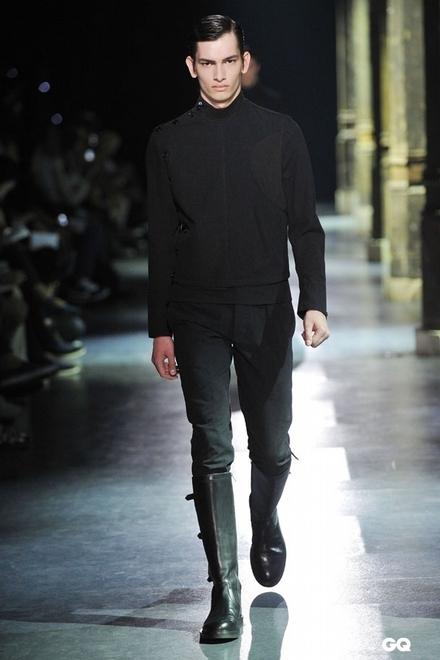 趋势一:西装头   西装头是今年春夏男生流行发型